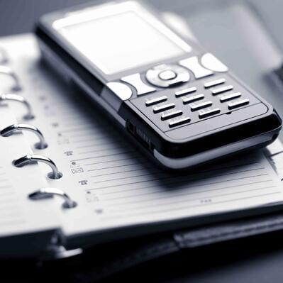 Los_viajeros_de_negocios_inseparables_de_sus_dispositivos_moviles