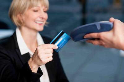 Las_tarjetas_bancarias,_un_medio_de_pago_práctico_para_los_viajes_de_empresa