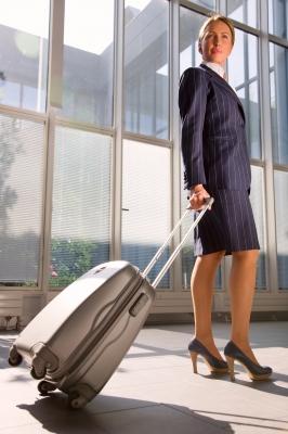 Mujer con maleta