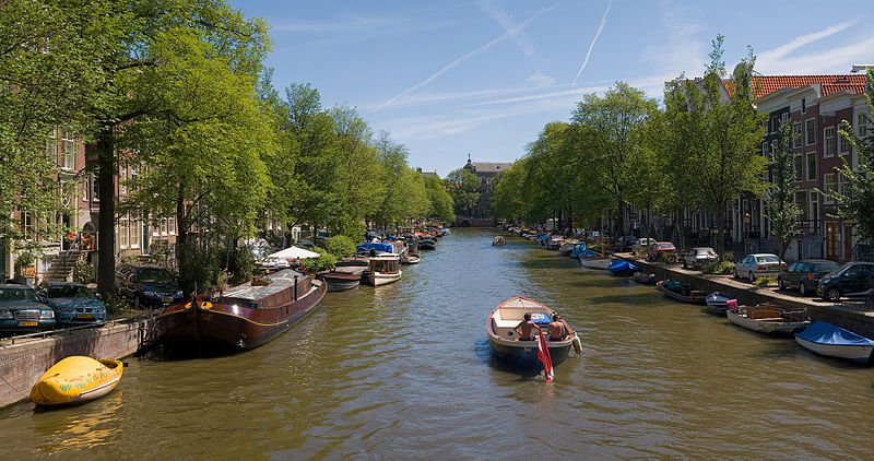 800px-Amsterdam_Canals_-_July_2006