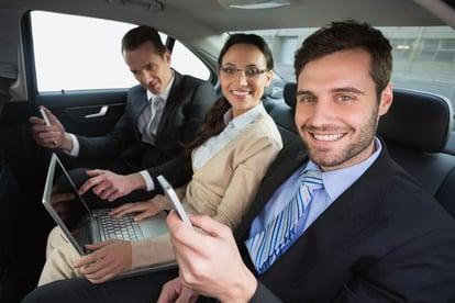 Los viajeros de negocios millenials son más sociables.jpg
