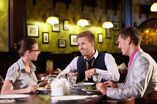 Consejos para superar con éxito una comida de negocios