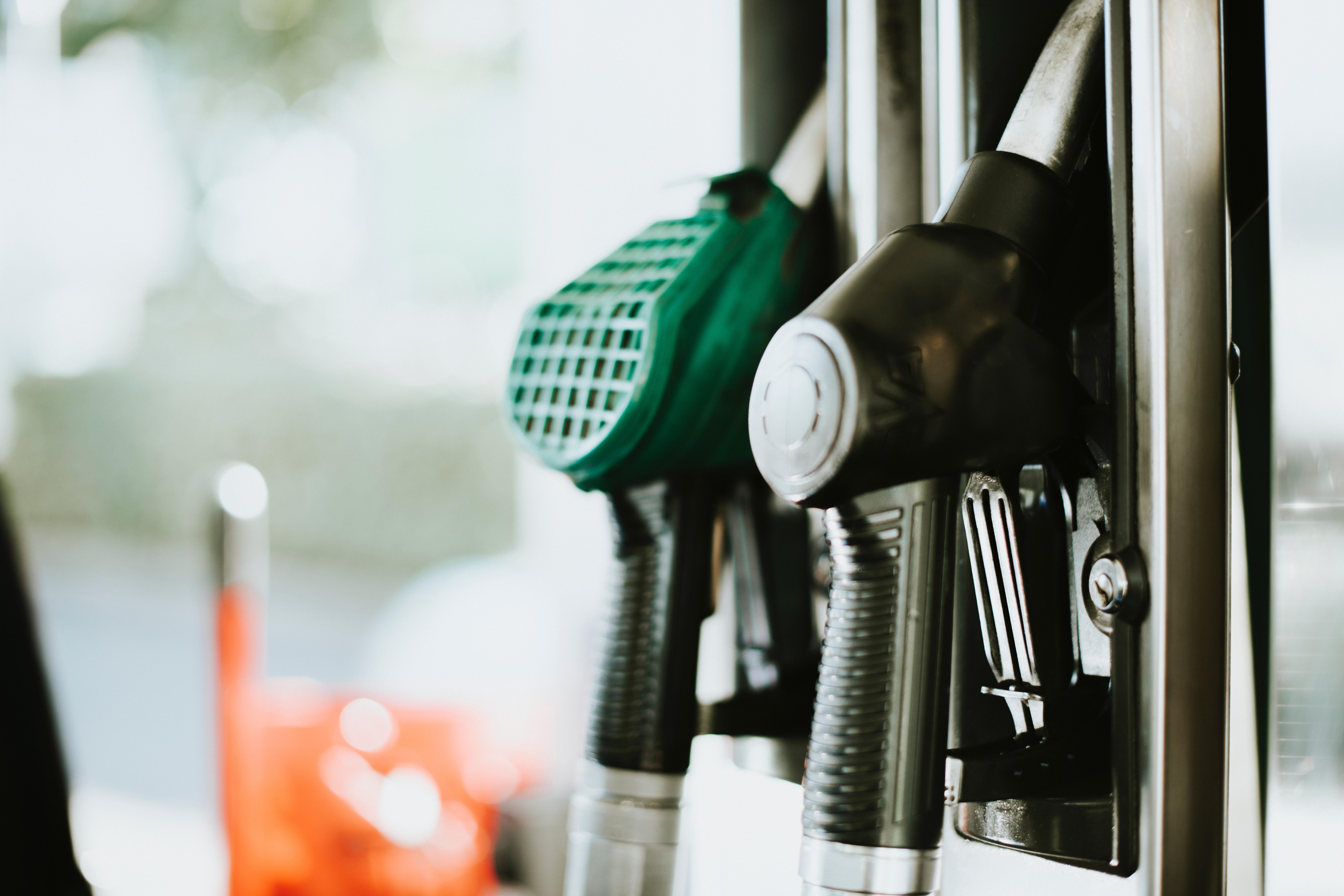 App fattura elettronica o carta carburante? Ecco come pagare la benzina in trasferta